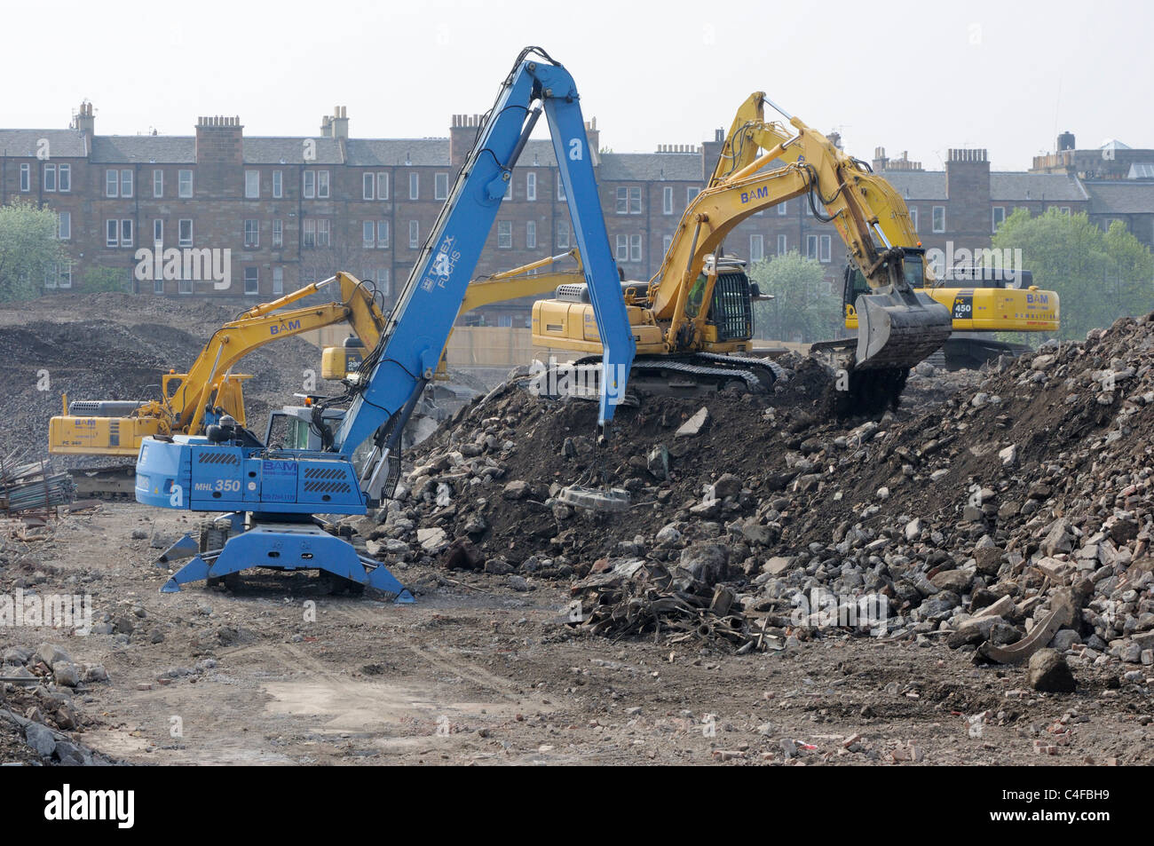 Earth movers working at the demolition site of the former Fountainbridge Brewery, Edinburgh - Stock Image