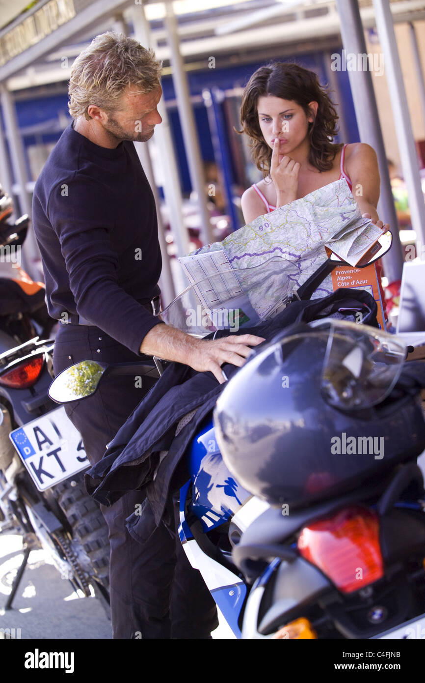 Couple reads Road - Stock Image