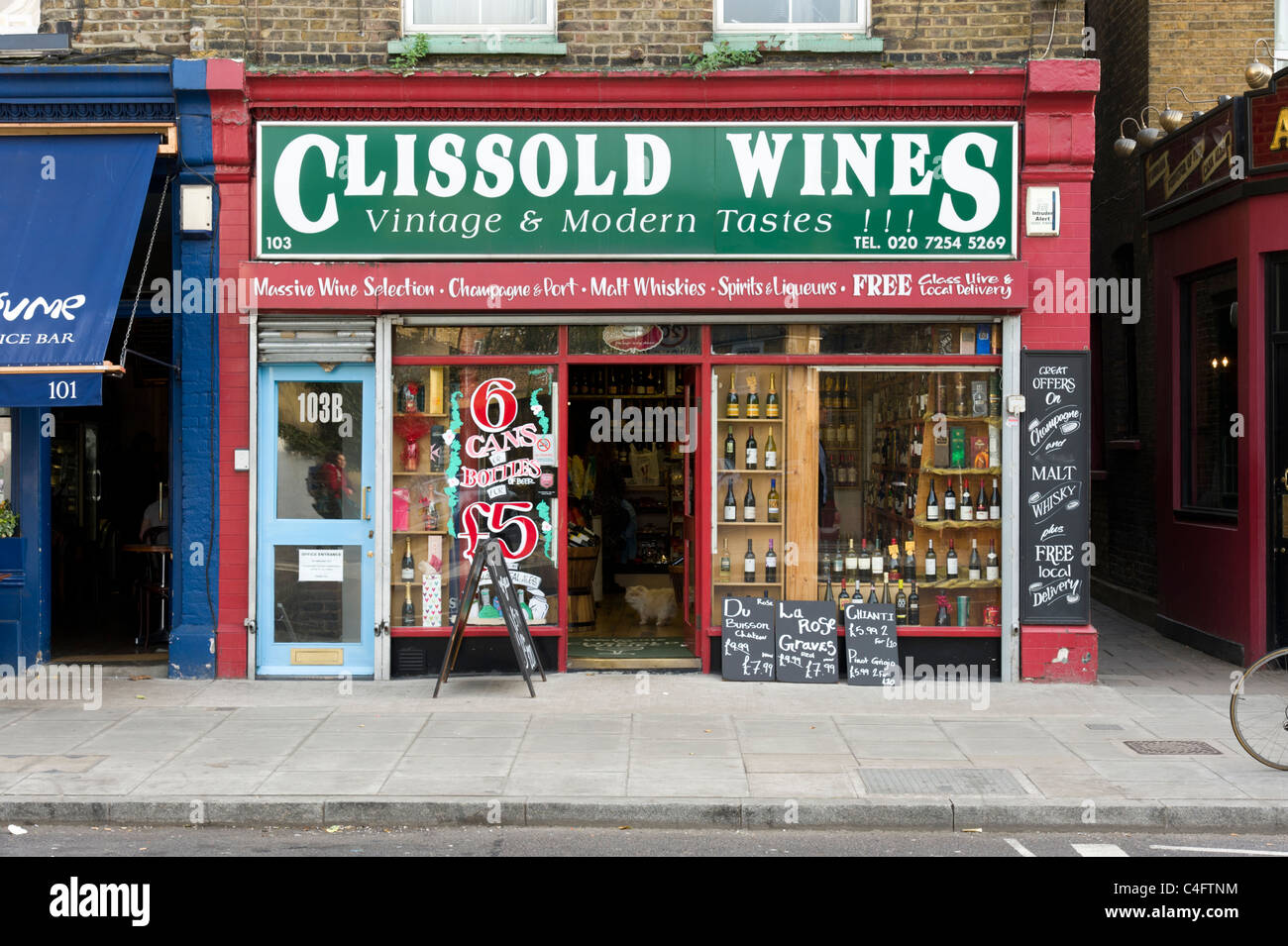 Local independent off licence in Stoke Newington, London, UK - Stock Image