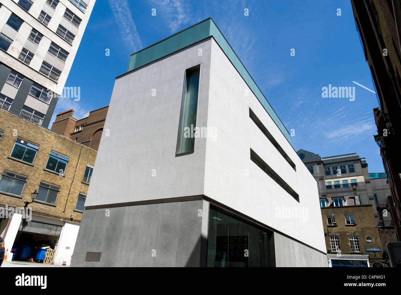 The White Cube Gallery in Mason's Yard, off Duke Street, St. James's, London, UK - Stock Image
