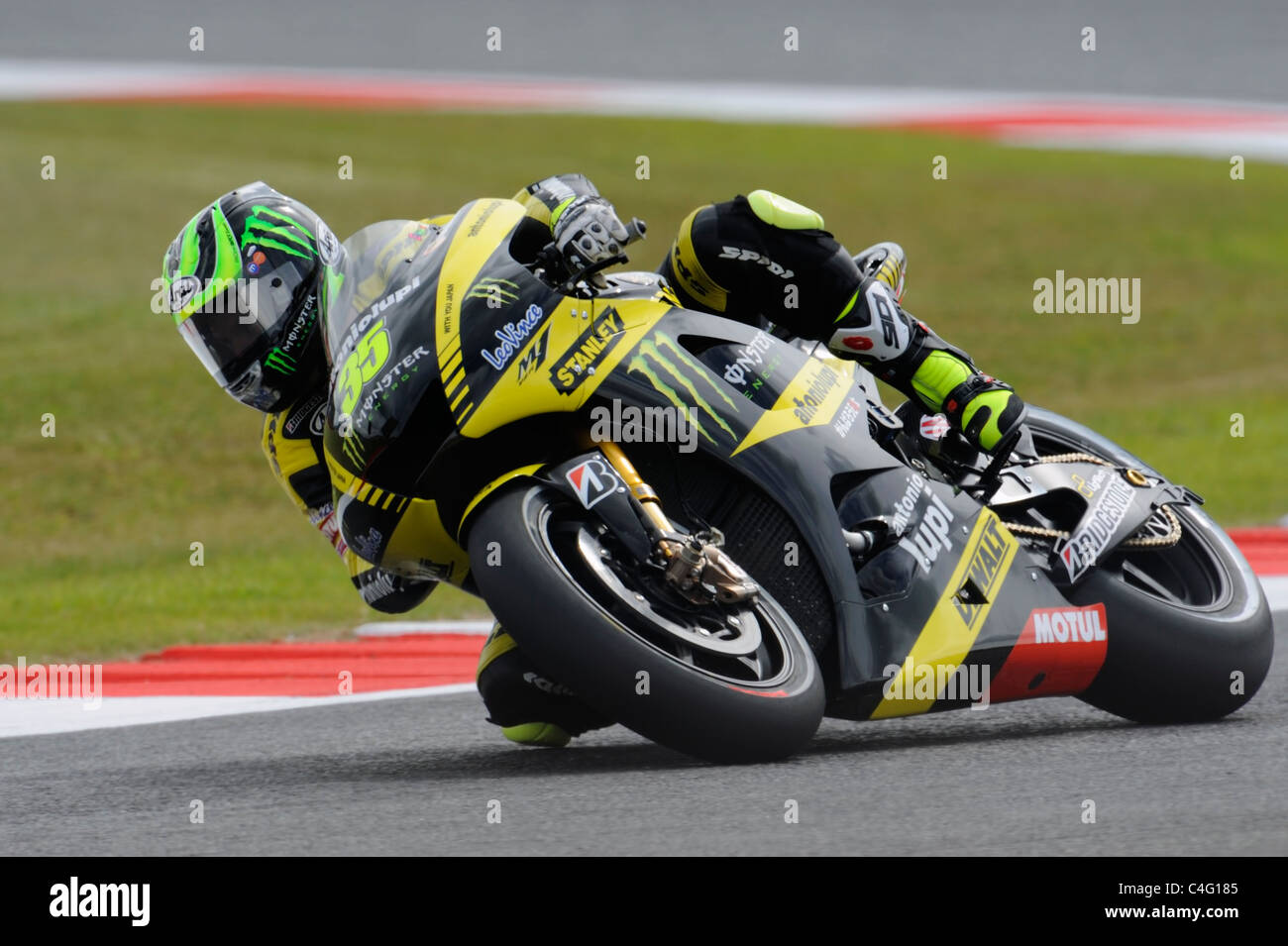 cal crutchlow knee down on the tech 3 yamaha - Stock Image