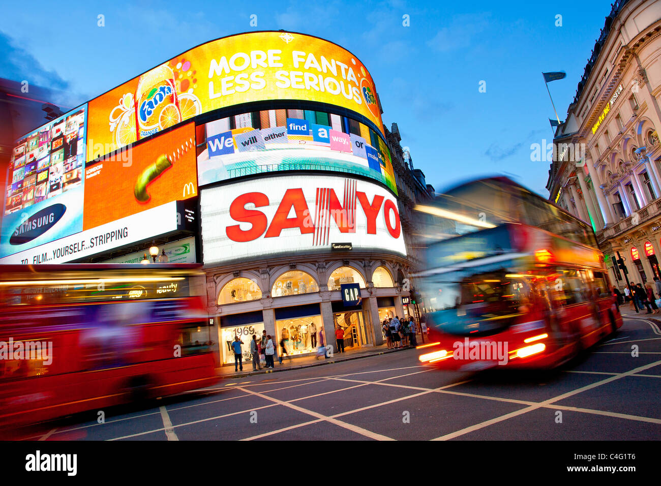 Europe, United Kingdom, England, London, Piccadilly Circus by Night - Stock Image