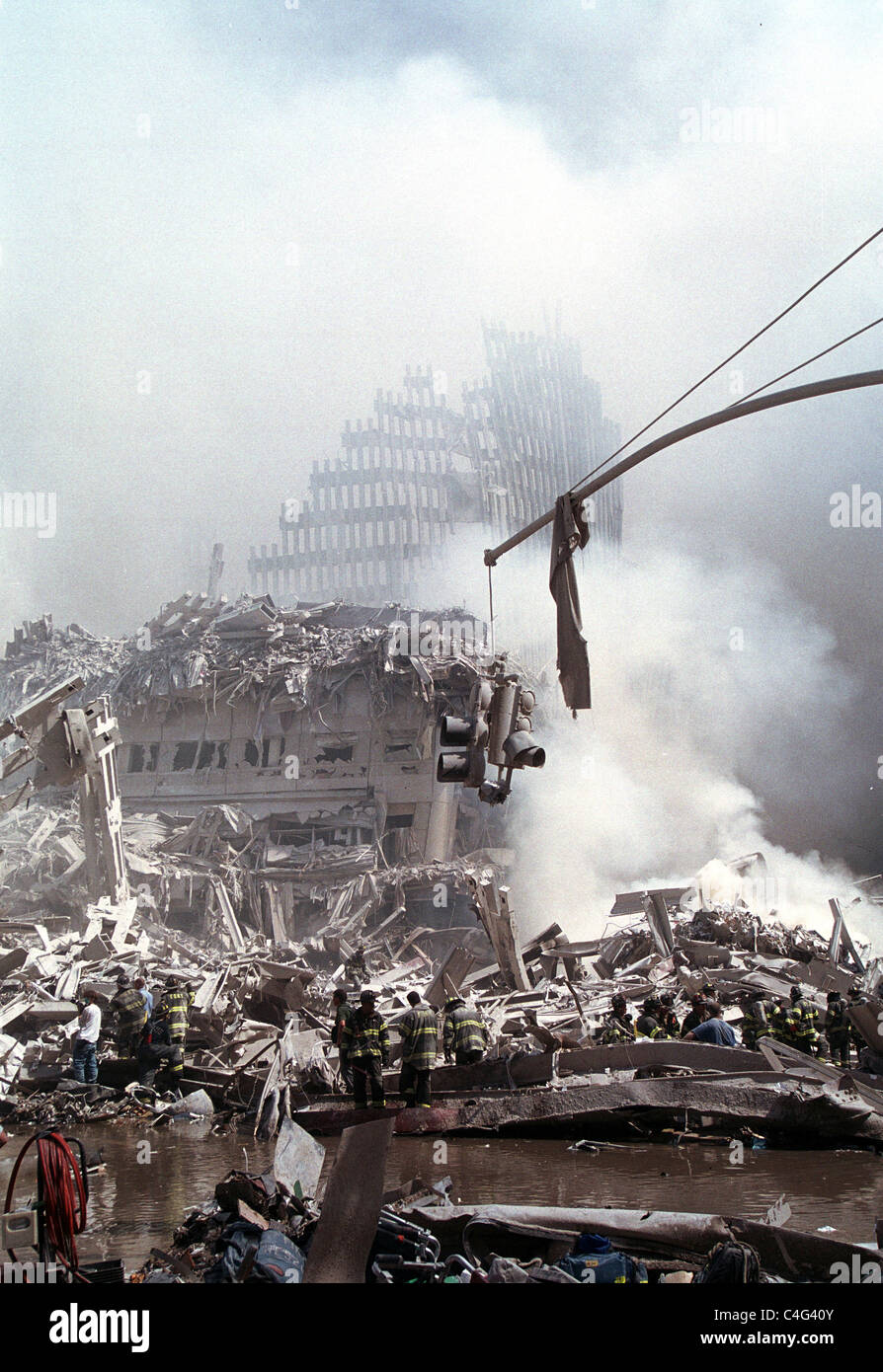 World Trade Center fire/ terrorism September 11, 2001. Emergency personnel outside One WTC. (© Richard B. Levine) - Stock Image