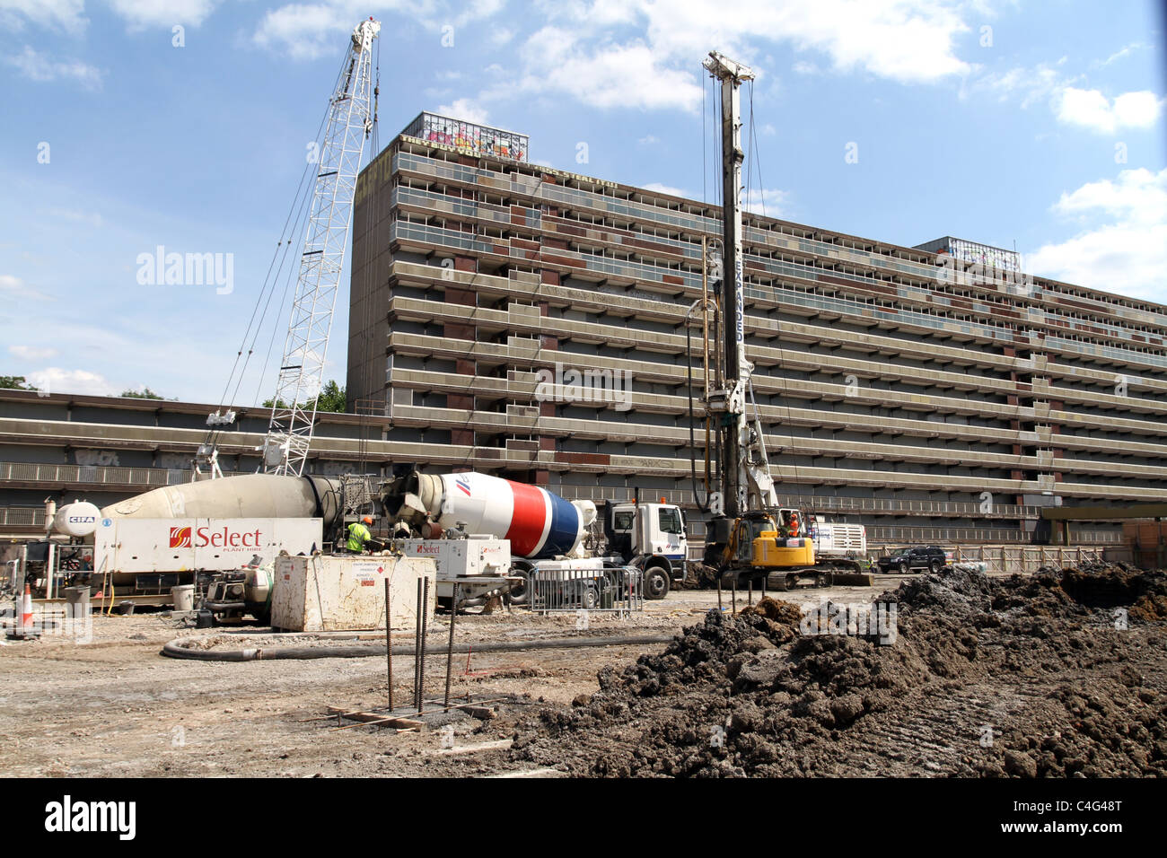 UK. Council housing being refurbished by private developers in Southwark, London - Stock Image