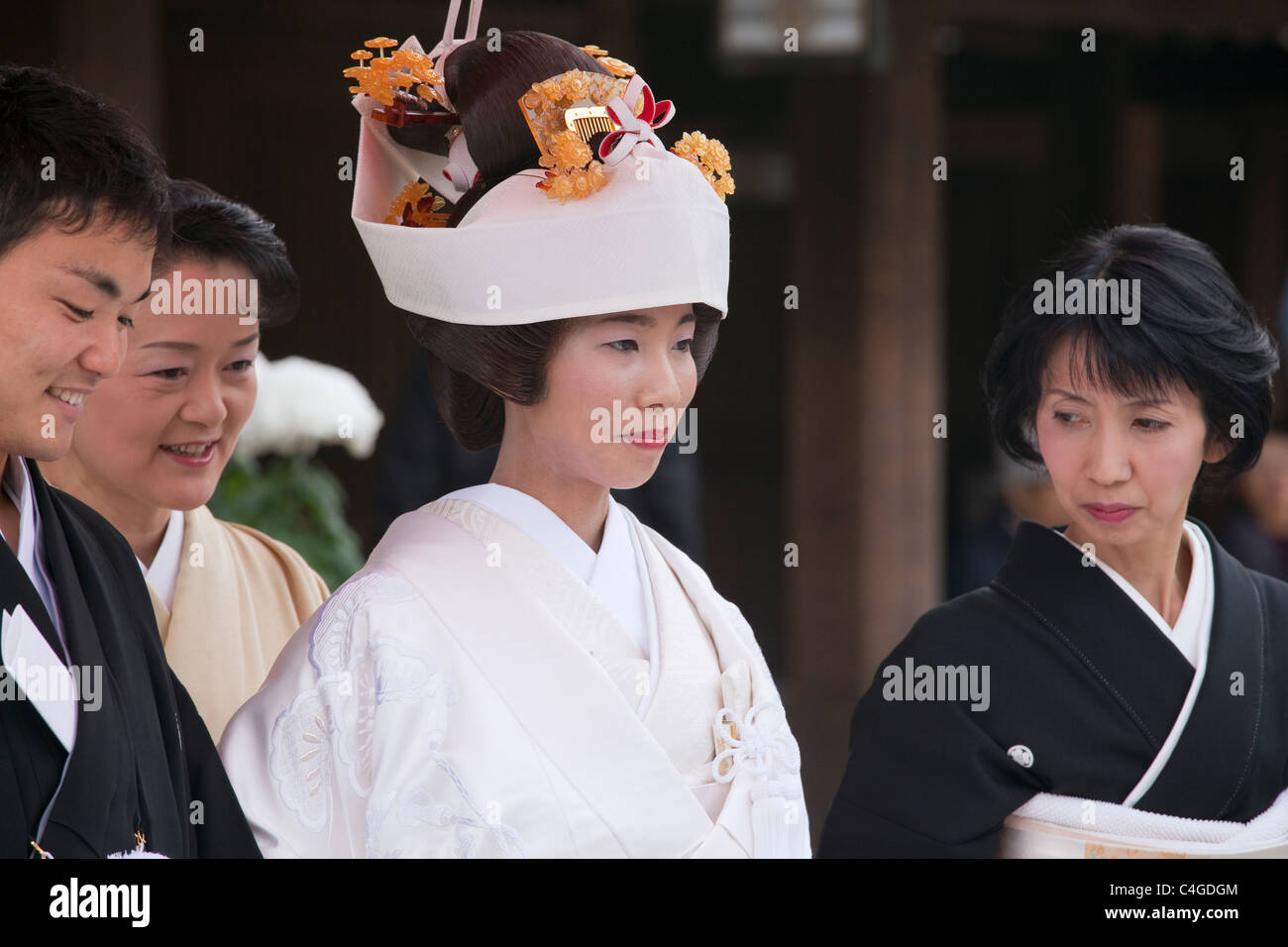Bride, groom and other wedding party members at Meiji-jingu shrine, Shibuya, Tokyo, Japan, Asia. - Stock Image