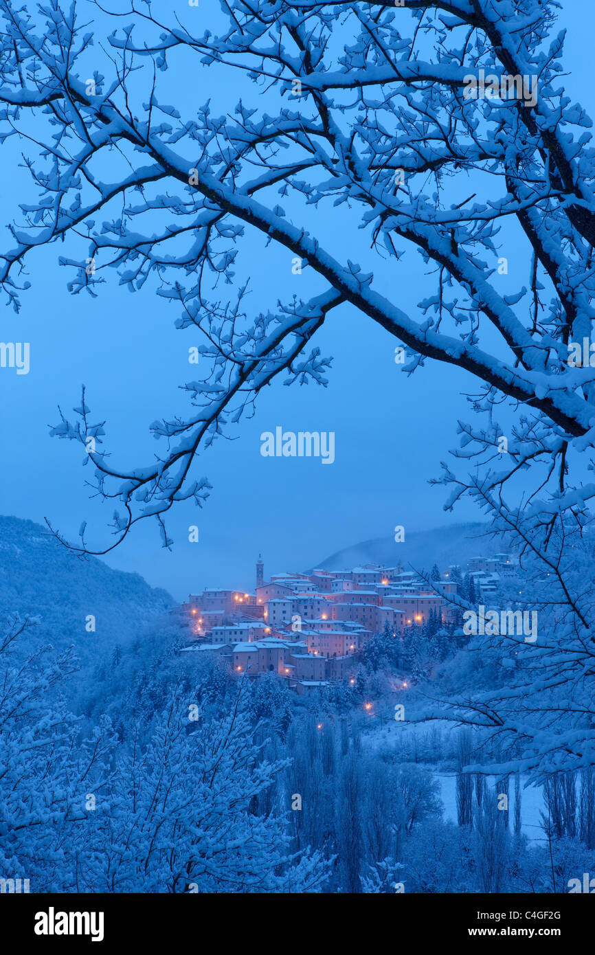 Preci at dawn in winter, Valnerina, Monti Sibillini National Park, Umbria, Italy - Stock Image
