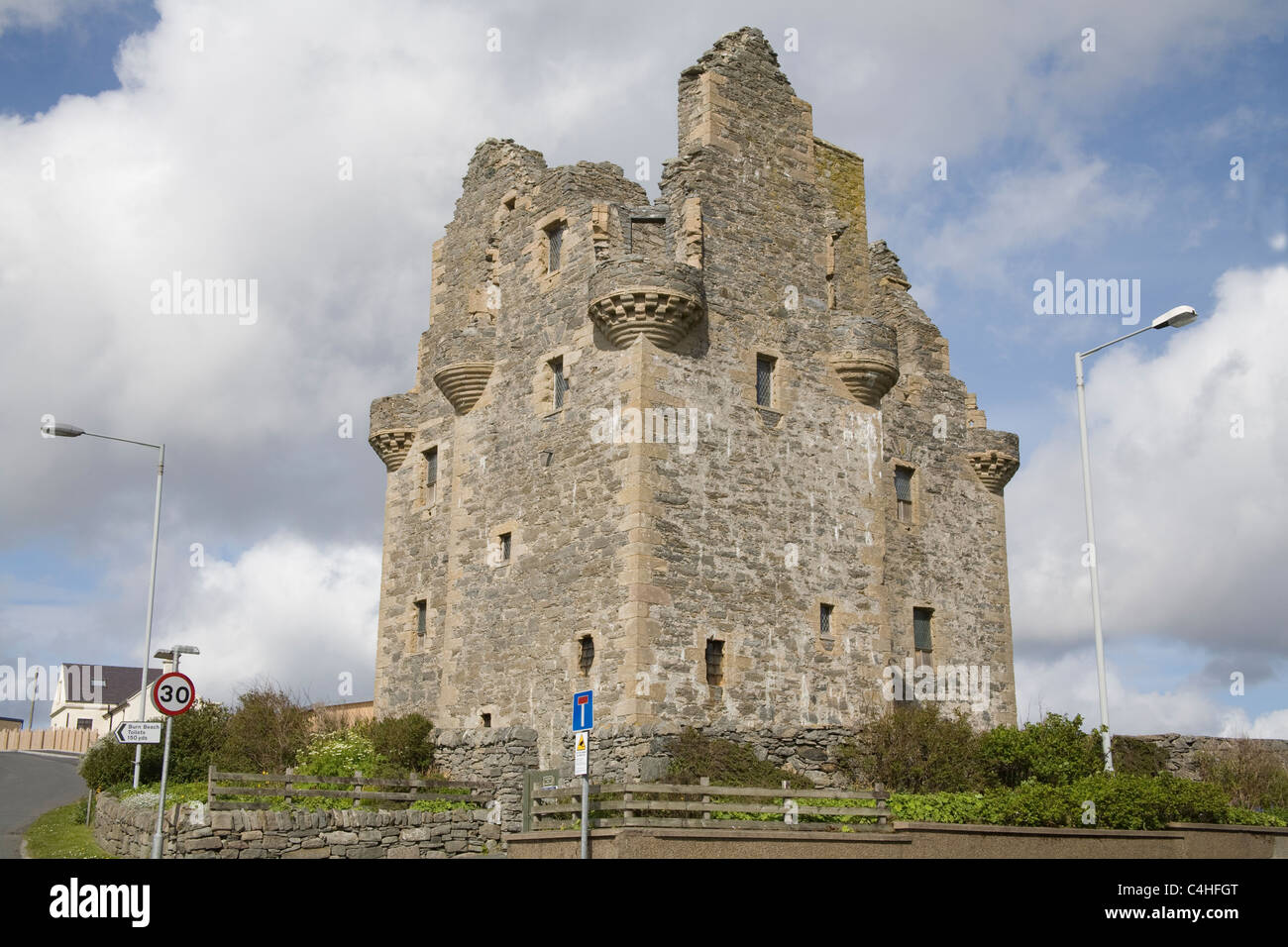 Shetland isles Scotland May Ruins of Scalloway Castle started in 1599 by Patrick Stewart 2nd Earl of Orkney a tower - Stock Image