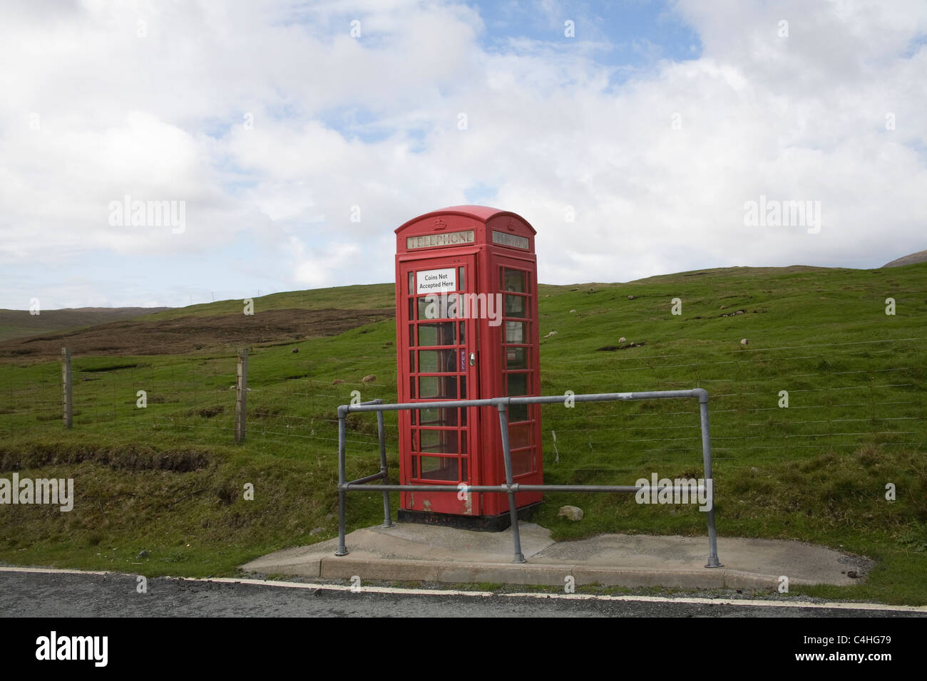 Shetland Isles UK Old red telephone box in the wilds only accepts card payments - Stock Image