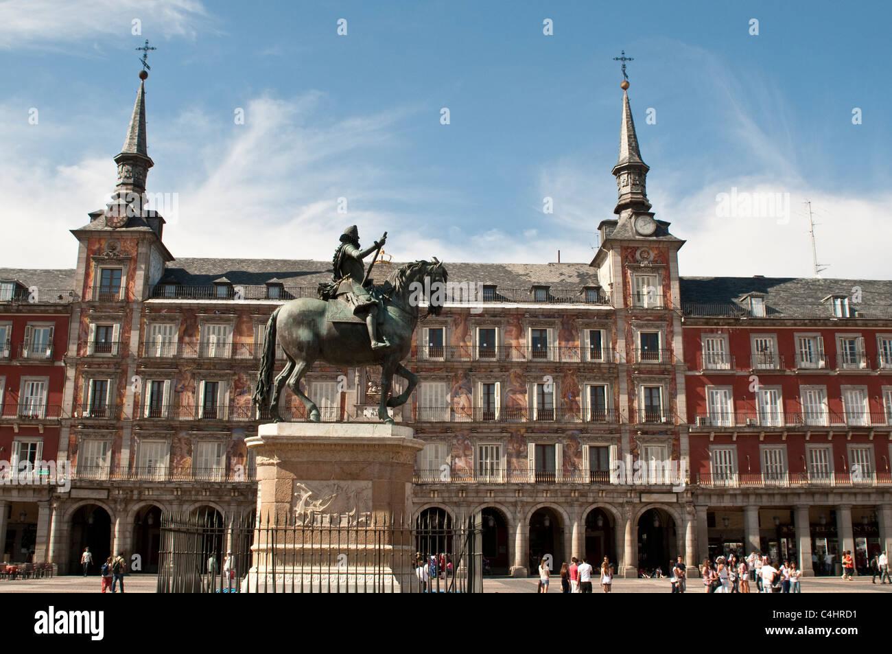 Plaza Mayor with statue of king Philips III, Madrid, Spain - Stock Image