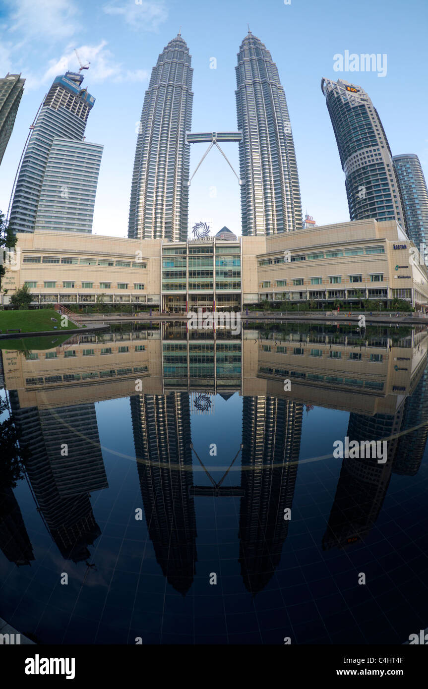 Petronas towers reflection - Stock Image