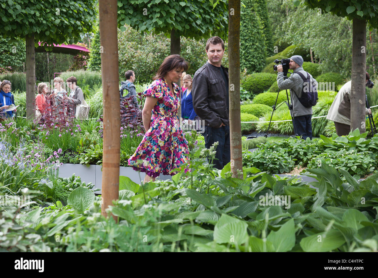 Press Day at Chelsea Flower Show.  Celebrity TV Presenters Lorraine Kelly and George Clarke at the RHS Chelsea Flower - Stock Image