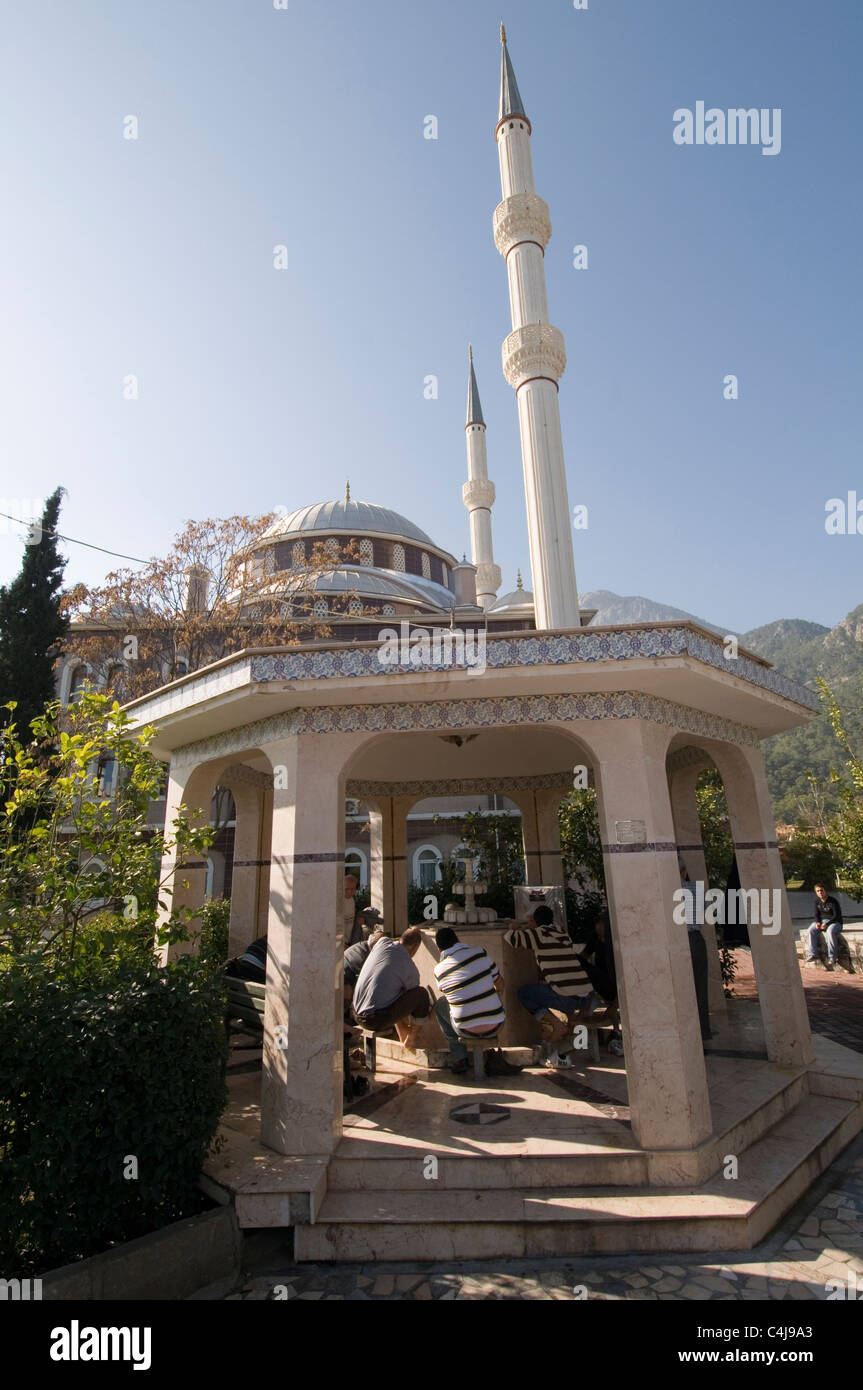 mosque mosques muslim muslims worship worshipers worshiping religion turkey Turkish  minaret minarets wash washing - Stock Image