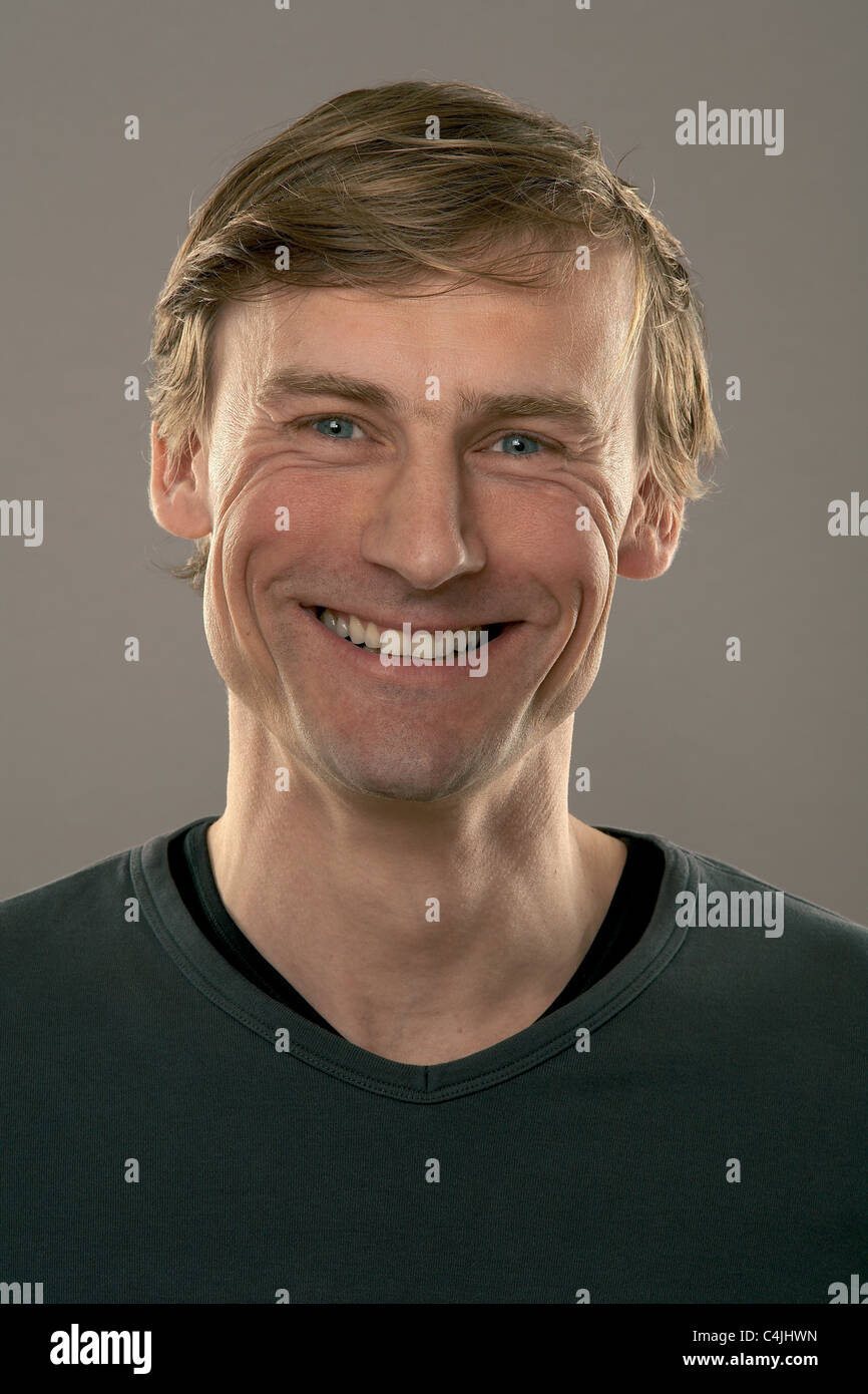Mann laughs in camera - Stock Image