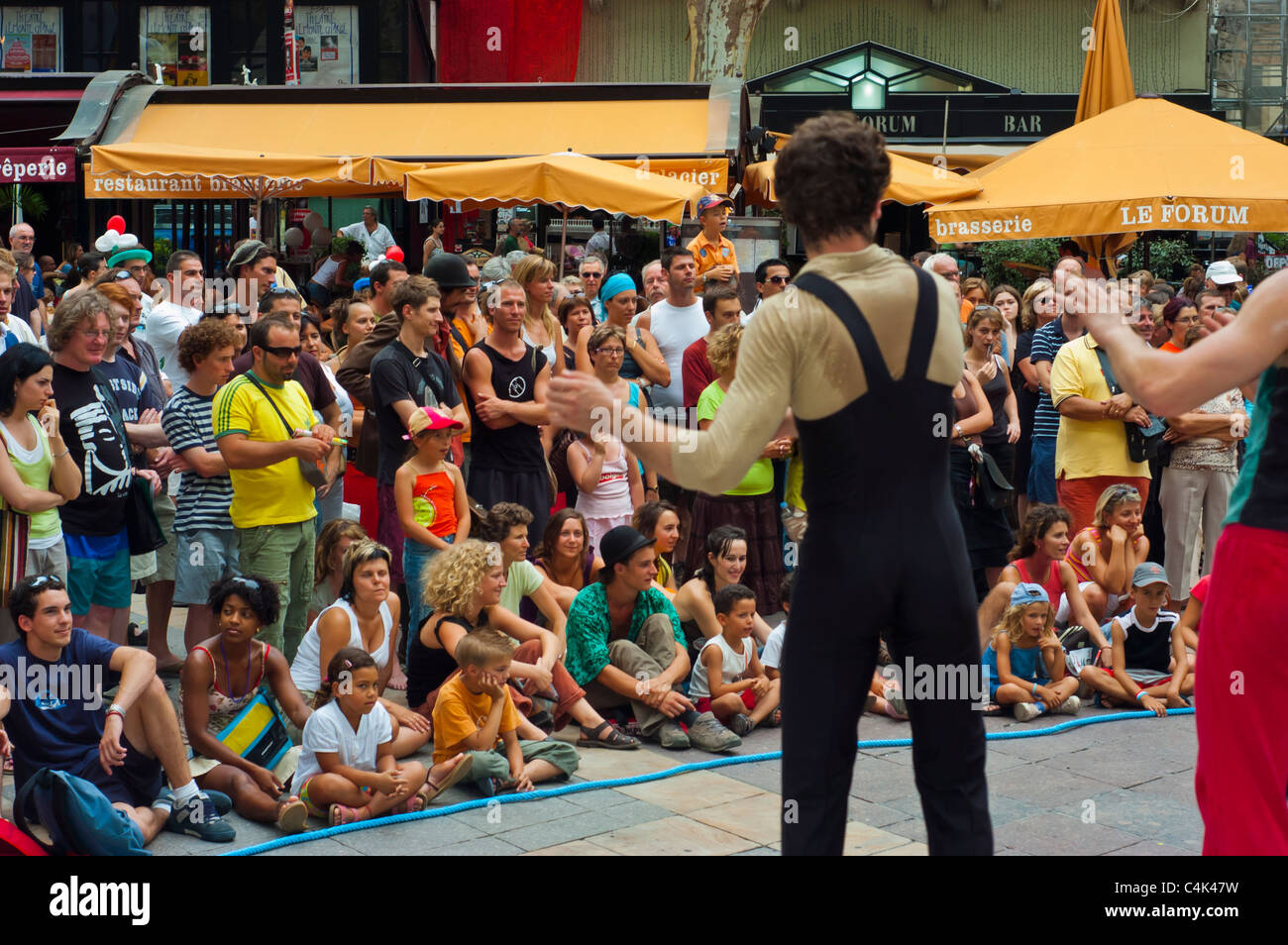 Avignon, France, Annual Theater Festival, Large Crowd Watching Street performer on Town Square - Stock Image