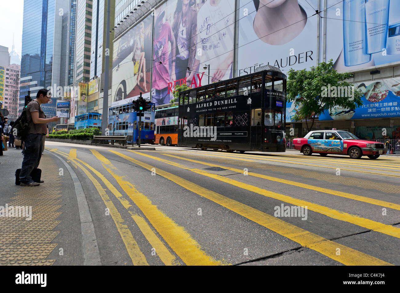 Taxicabs and trams on busy Hennessy main road, Causeway Bay, Hong Kong Island, China. - Stock Image