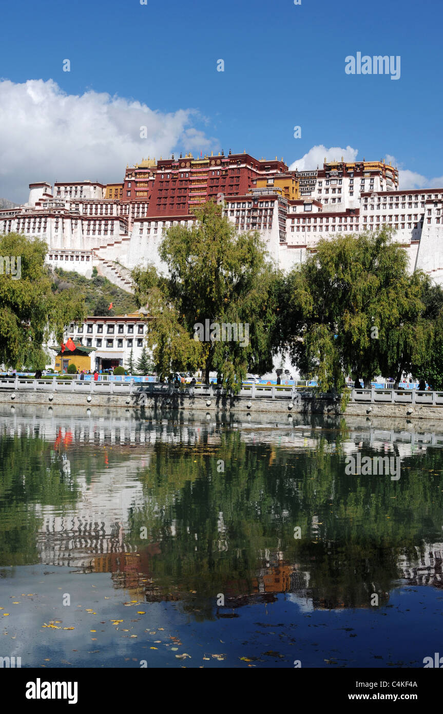 Landmark of the famous Potala Palace in Lhasa,Tibet - Stock Image