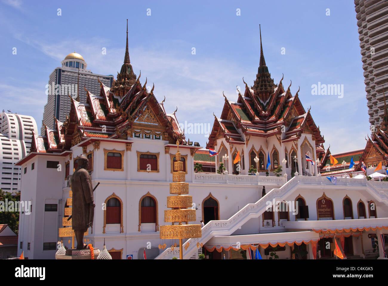 Meeting Hall At Wat Yannawa With Its Ornate Rooftops Bangkok Thailand