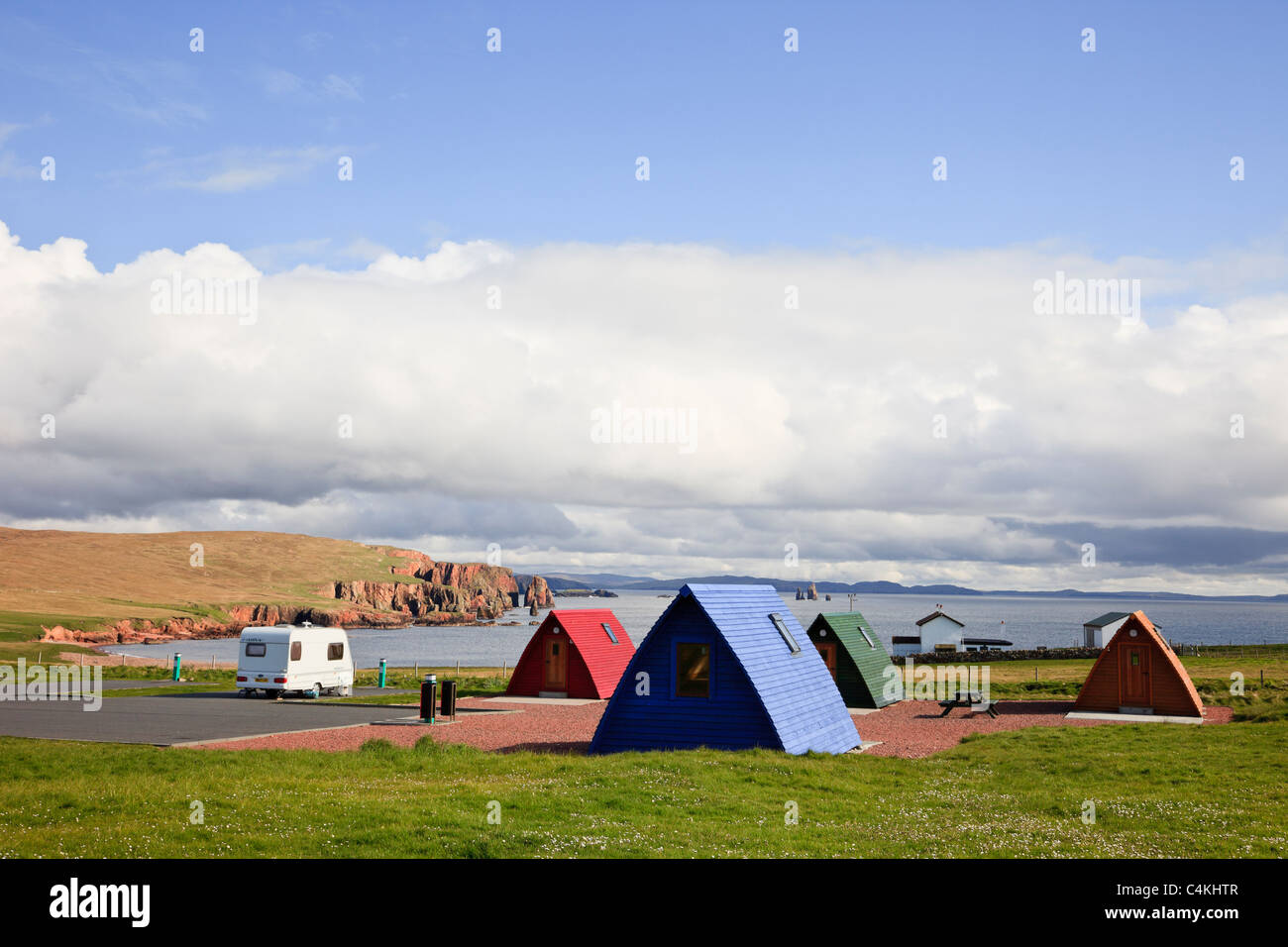 Eshaness, Shetland Islands, Scotland, UK. Wooden wigwams in Braewick cafe campsite on the coast overlooking the - Stock Image