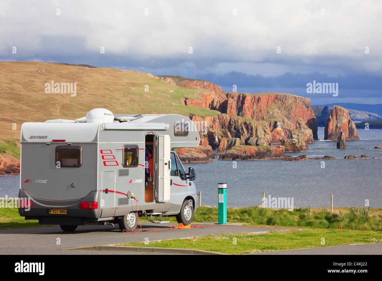 Motorhome in Braewick campsite overlooking the Drongs sea stacks on rugged coastline. Eshaness, Shetland Islands, - Stock Image