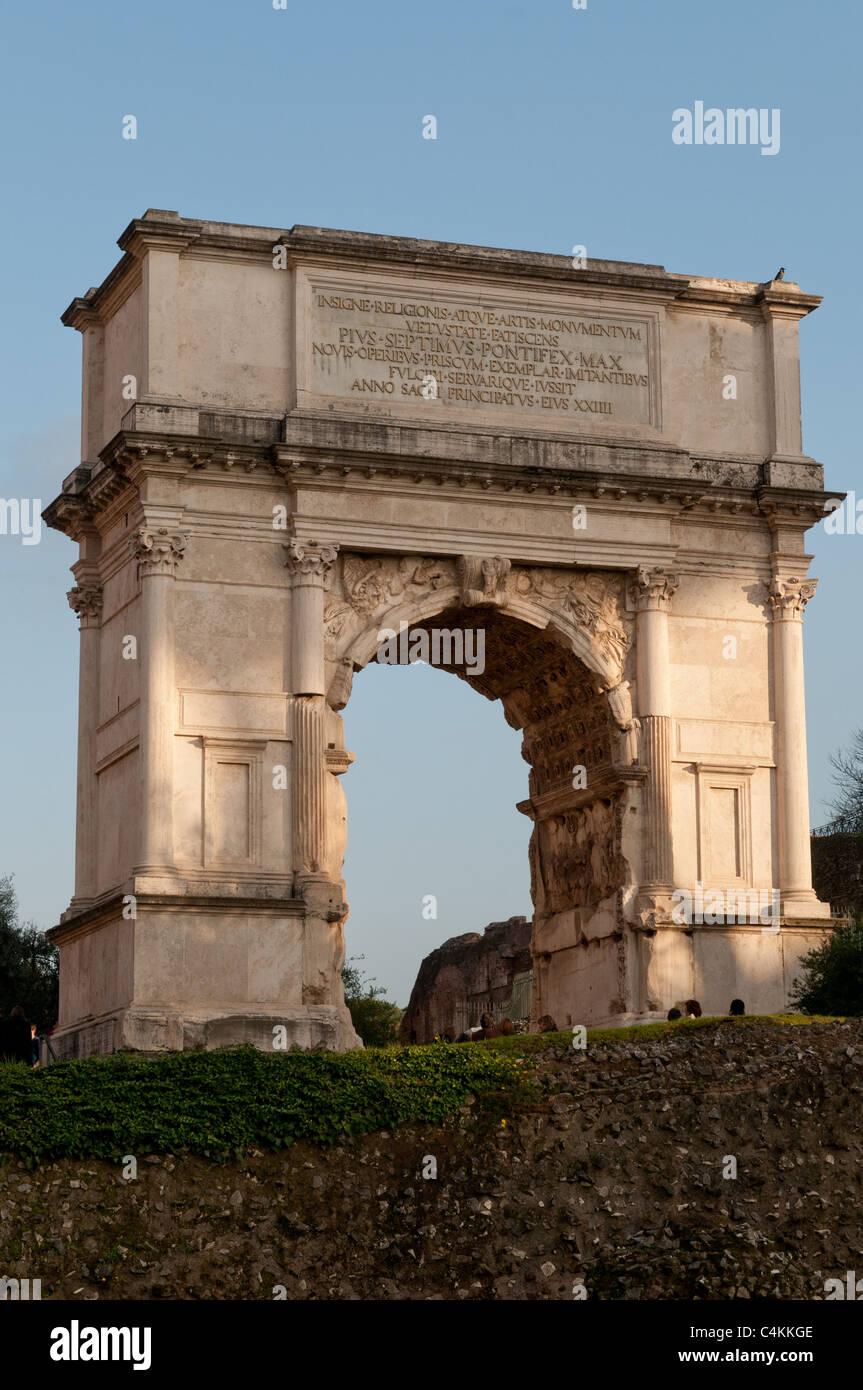 The Arco de Tito (Arch of Titus) in the Roman Forum (Foro Romano), Rome, Italy - Stock Image