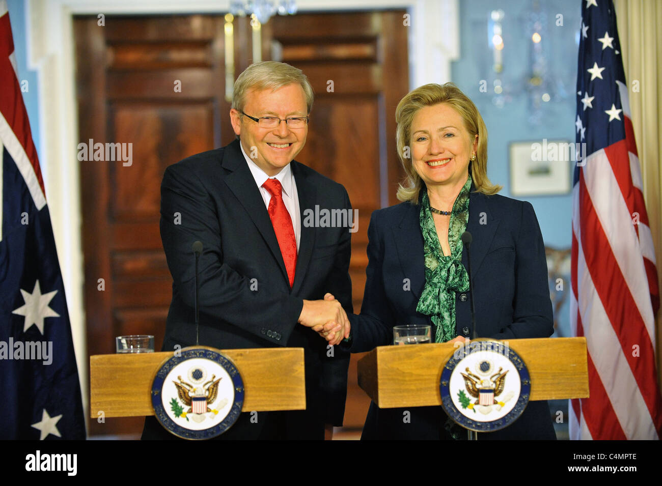 U.S. Secretary of State Clinton shakes hands with Australian Foreign Minister Kevin Rudd after bilateral meeting - Stock Image