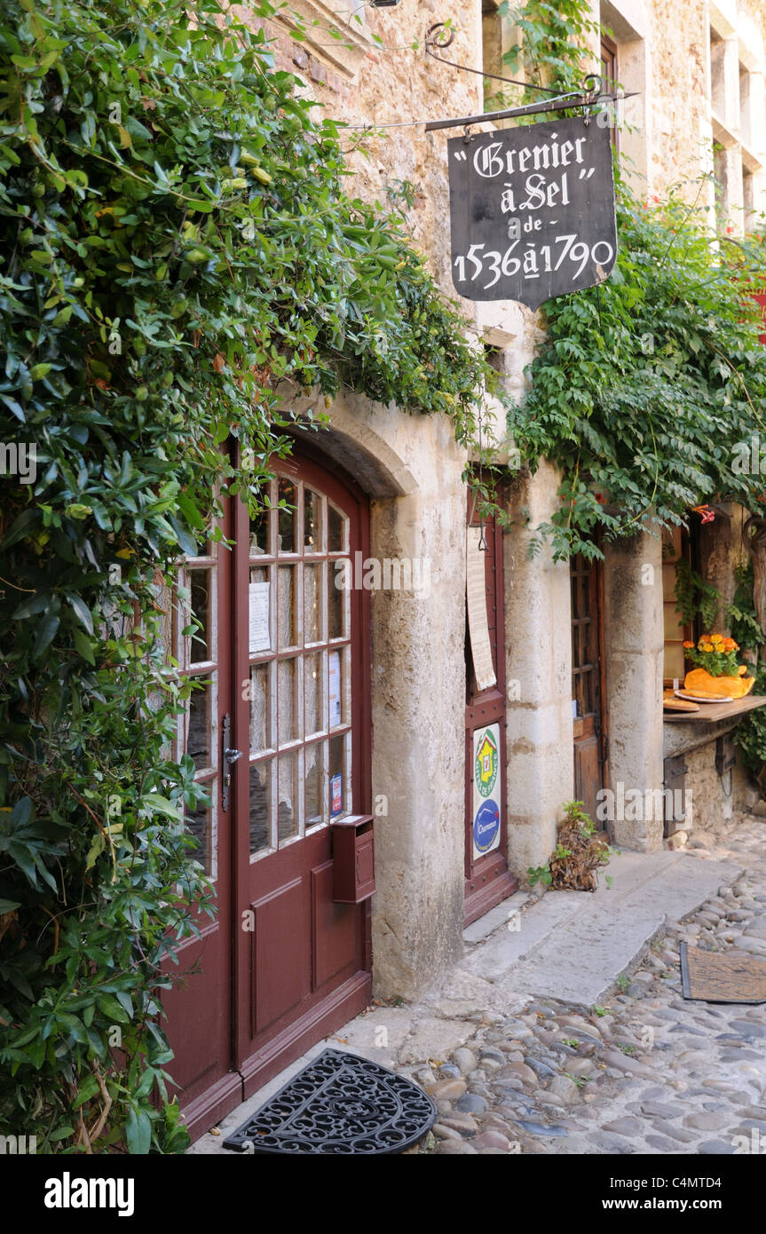 Entrance to bed and breakfast accommodation La Grenier a Sel Rues des Rondes Perouges Burgundy France - Stock Image