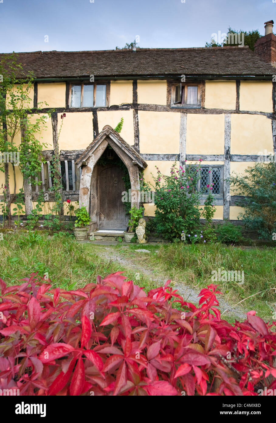 Quaint Tudor style half-timbered cottage at Eardisland, Herefordshire, UK - Stock Image