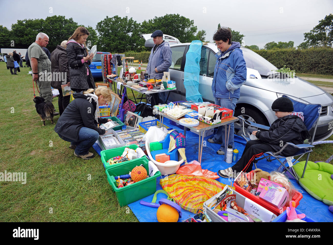 People looking for bargains at a car boot sale at Golden Cross in East Sussex - Stock Image