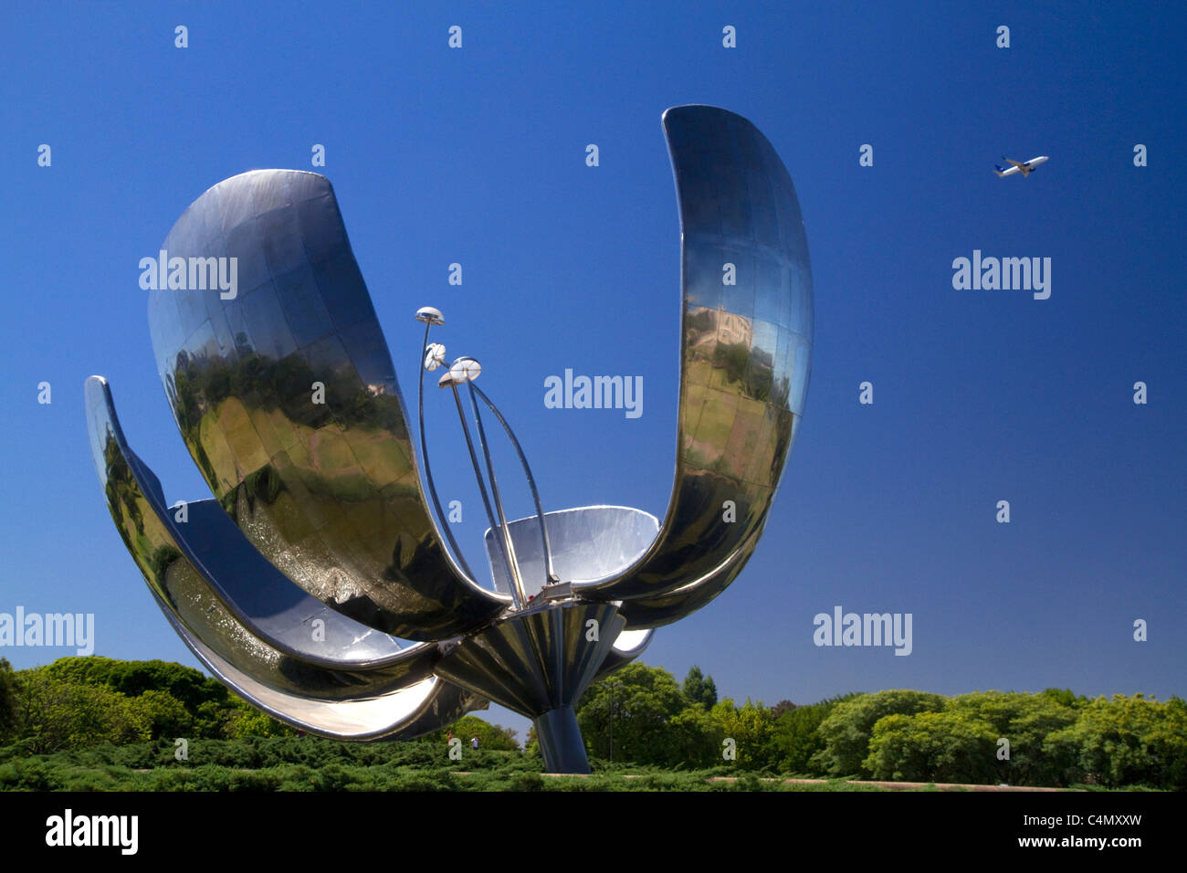 Floralis Generica is a sculpture made of steel and aluminum located in Plaza de las Naciones Unidas in Buenos Aires, - Stock Image