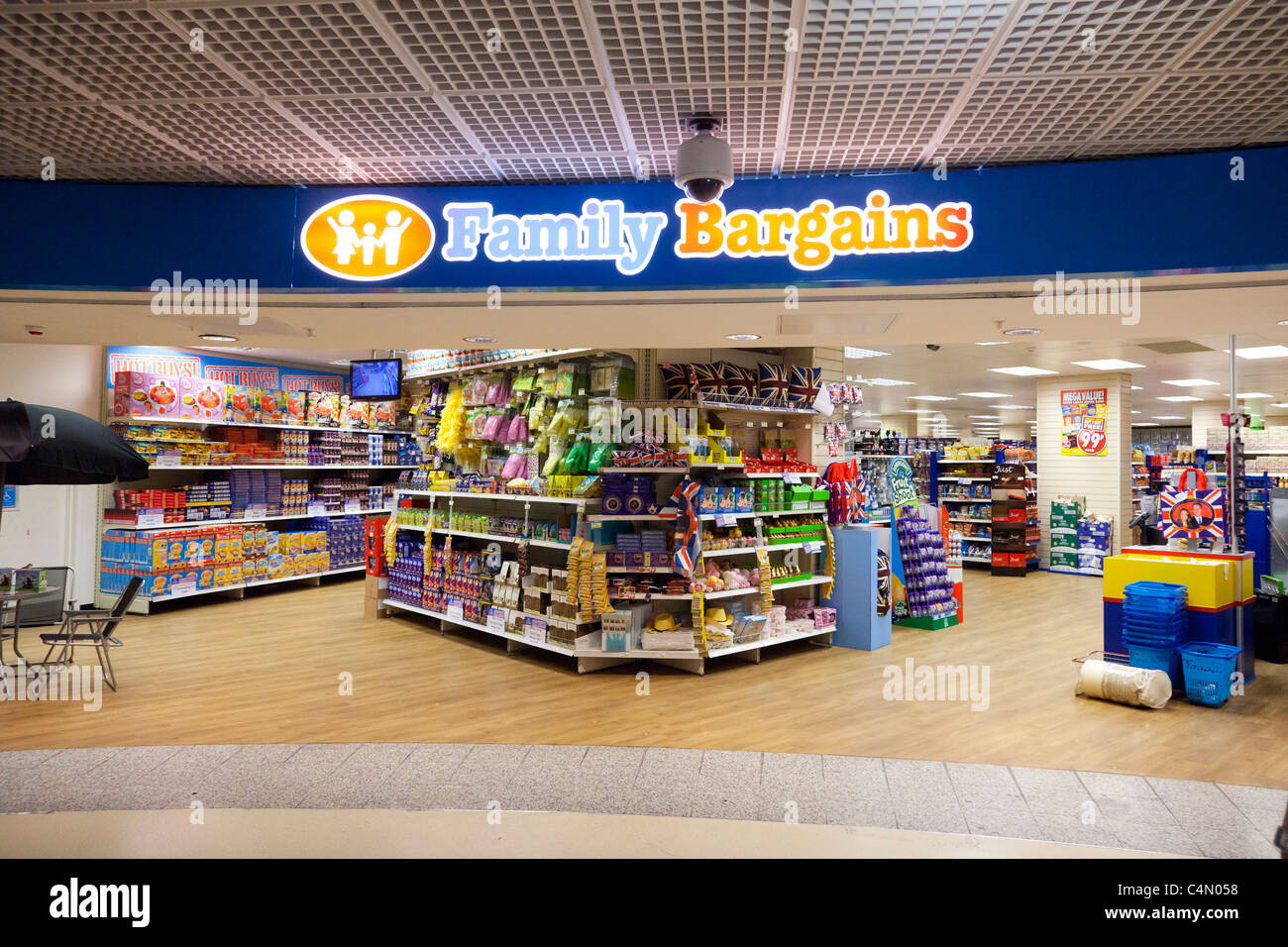 Family Bargains store - Stock Image