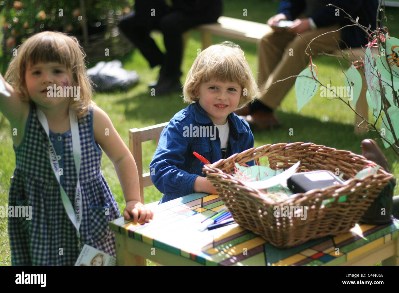 brother and sister creating leaves for a paper tree, Hay Literary Festival, 2011 - Stock Image