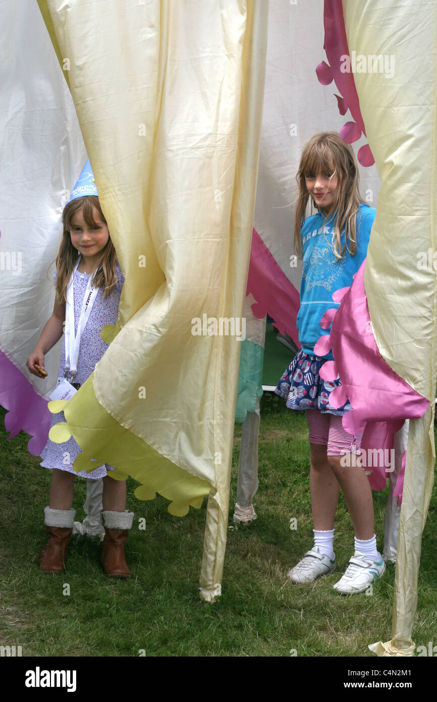 the sweetest sisters (with their father's permission, of course), posing and playing with the iconic flags at - Stock Image