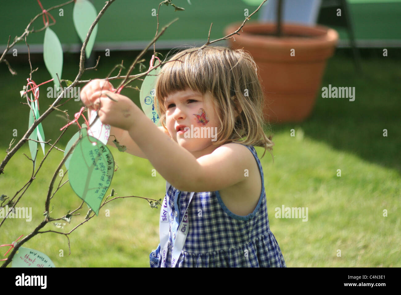 little sister creating leaves for a paper tree, Hay Literary Festival, 2011 - Stock Image