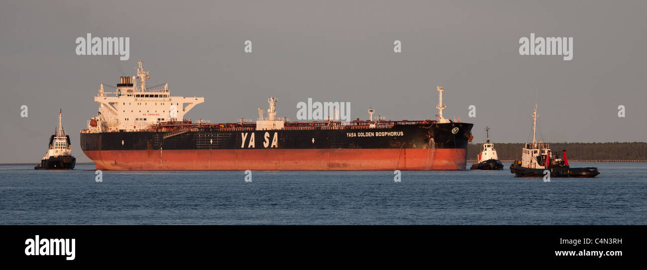 Oil tanker being met by tugs in the Tay Estuary - Stock Image