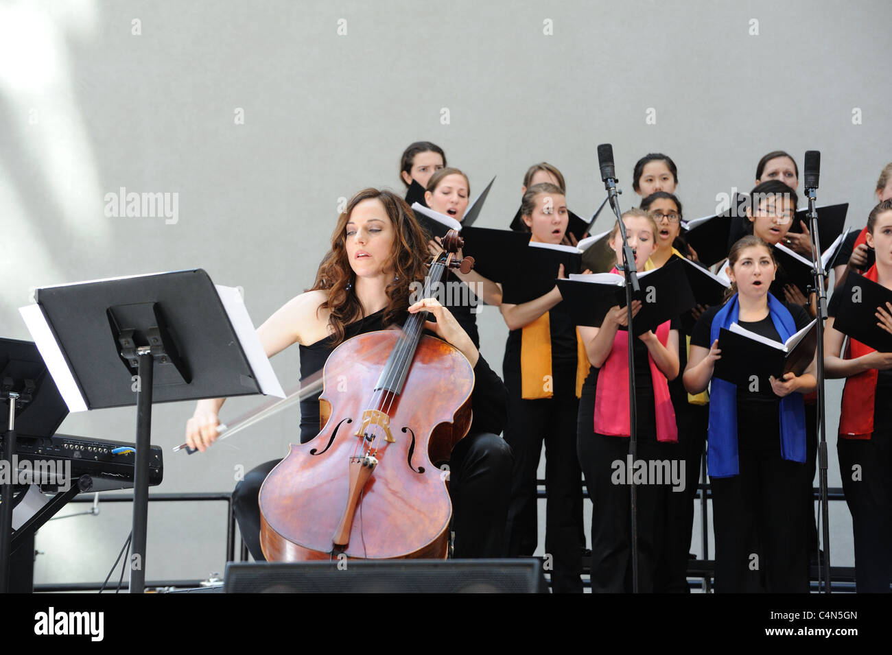 Cellist Maya Beiser and the Young People's Chorus of New York City performing at the Bang on a Can contemporary - Stock Image