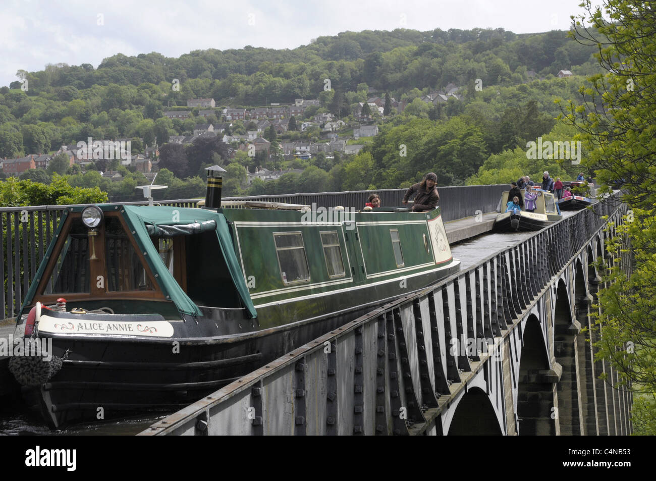 Narrow boats on Pontycysyllte aquaduct over the River Dee. - Stock Image