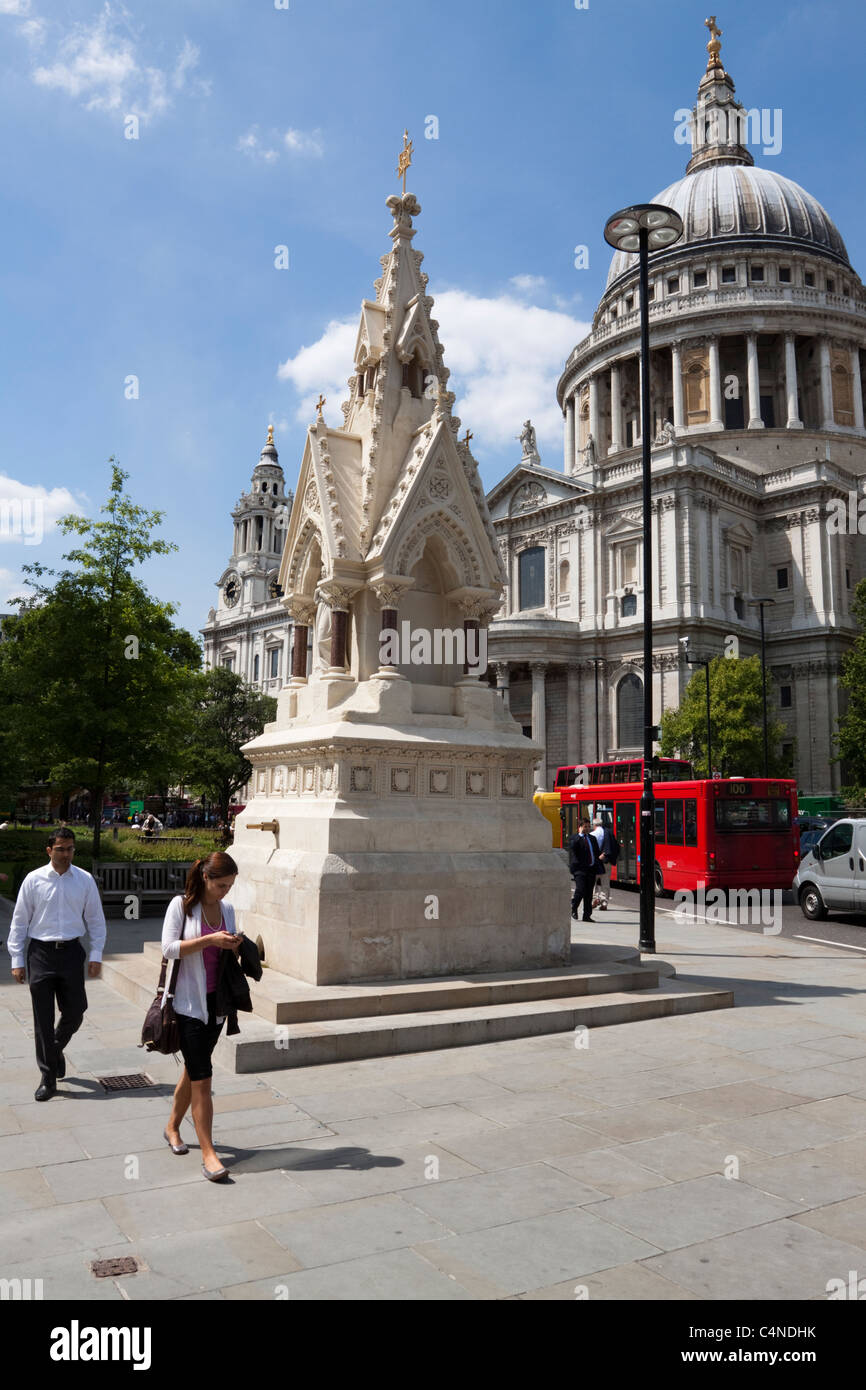 St Lawrence Jewry Memorial Fountain, London, England - Stock Image