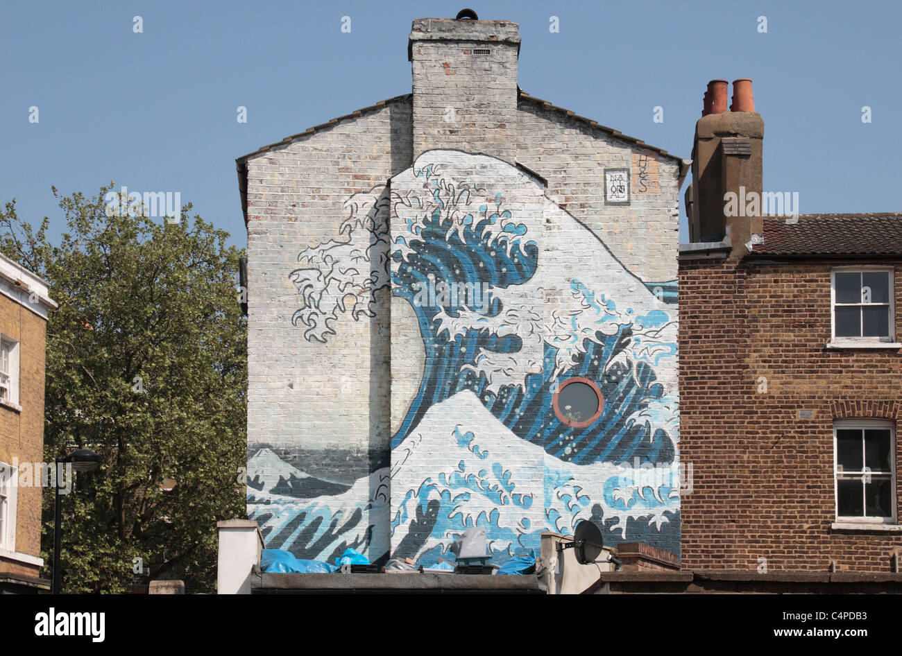 A mural on the side of a house in Camberwell, south London in the style of The GReat Wave, by Katsushika Hokusai. - Stock Image