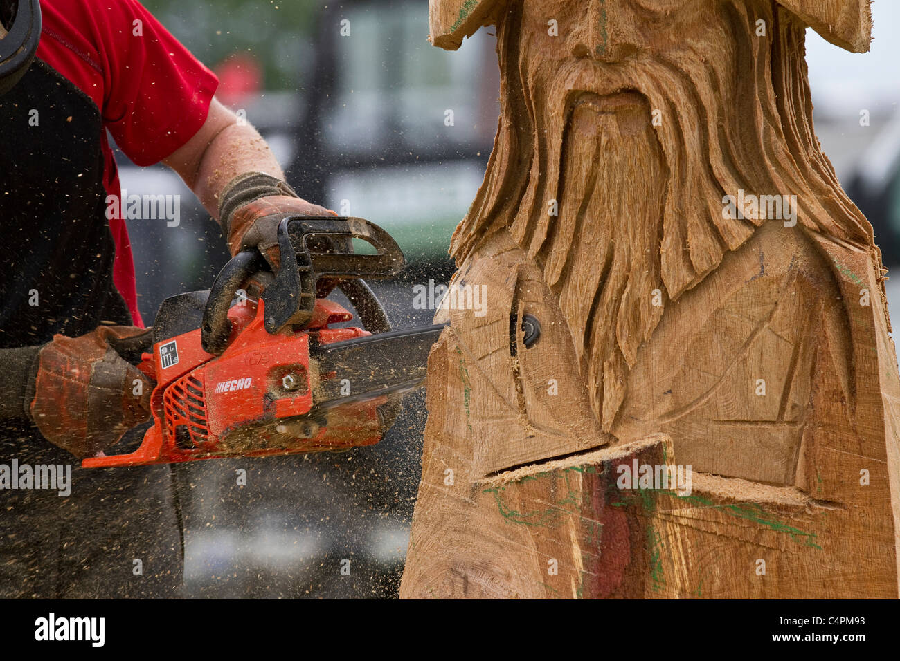 Events and Competitors at the Cheshire Game & Country Fair Show, Knutsford, UK. Wood sculpture, sawdust, sculptor, Stock Photo