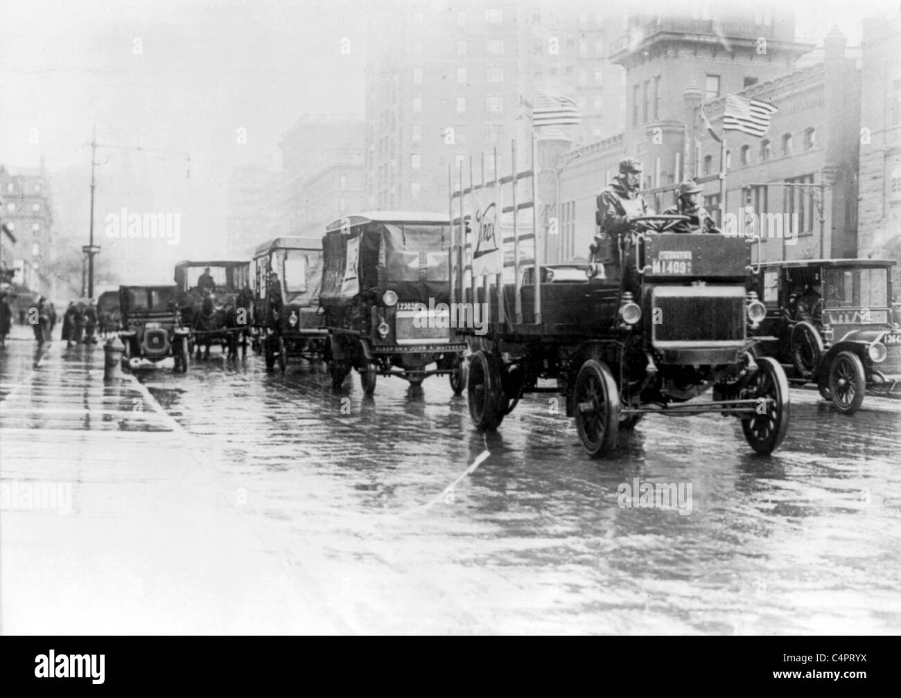 Motor trucks, New York City in 1911 - Stock Image