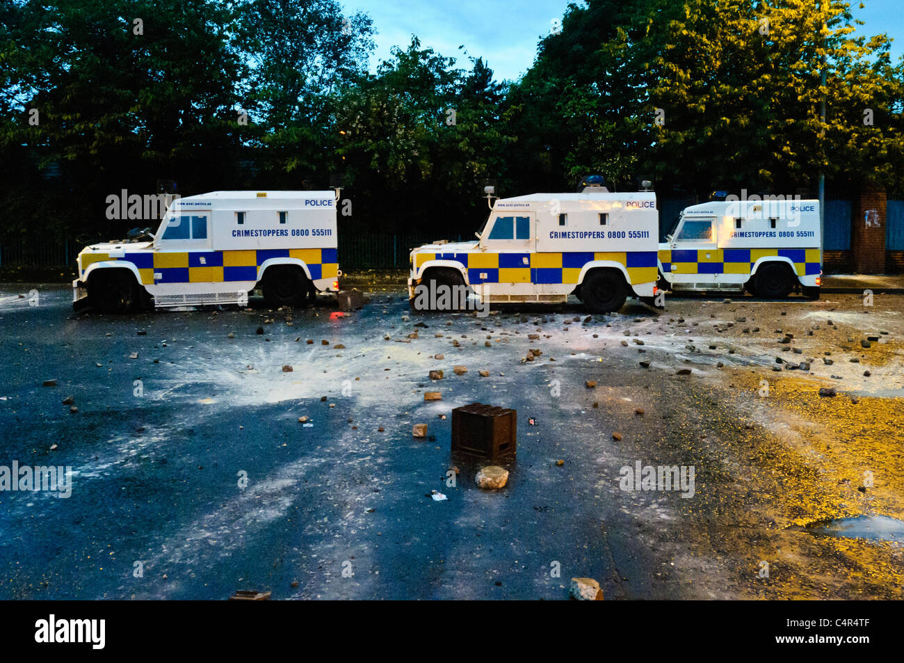 Police come under sustained attack during a second night of rioting. BELFAST 21/06/2011 - Stock Image