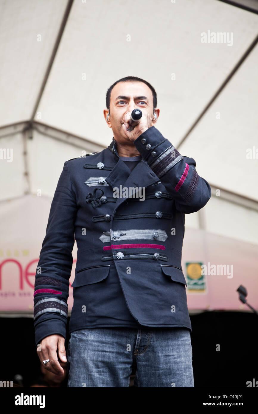 Shin, lead singer of English Bhangra band DCS, performing at the O2 Glasgow Mela 2011 in Kelvingrove Park. - Stock Image