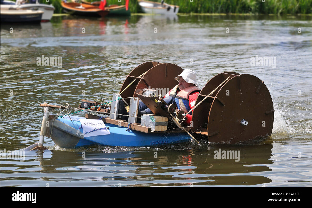 """Contestant Slade  Penoyre in paddle driven boat """"Ayrspeed"""" in the Cordless Canoe Challenge  at Beale Park Boat Show - Stock Image"""