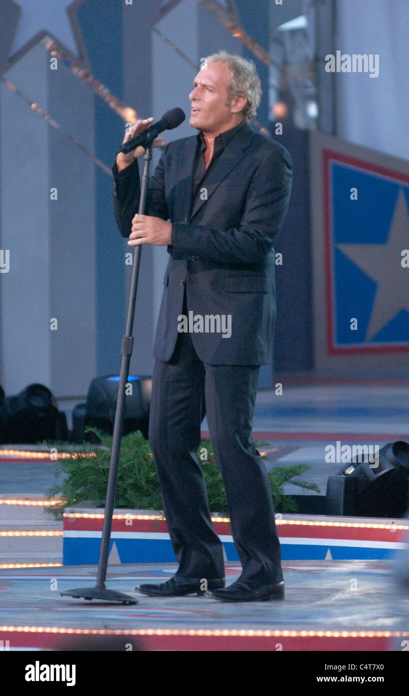 Michael Bolton performs at the dress rehearsal for the Capitol Fourth 2006 Holiday Concert at the US Capitol . - Stock Image