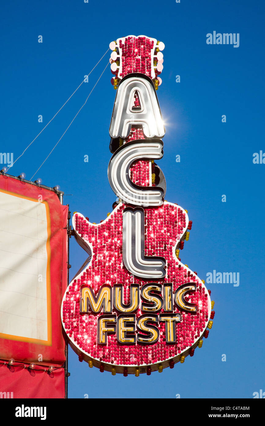 Austin City Limits giant red metal guitar - Stock Image