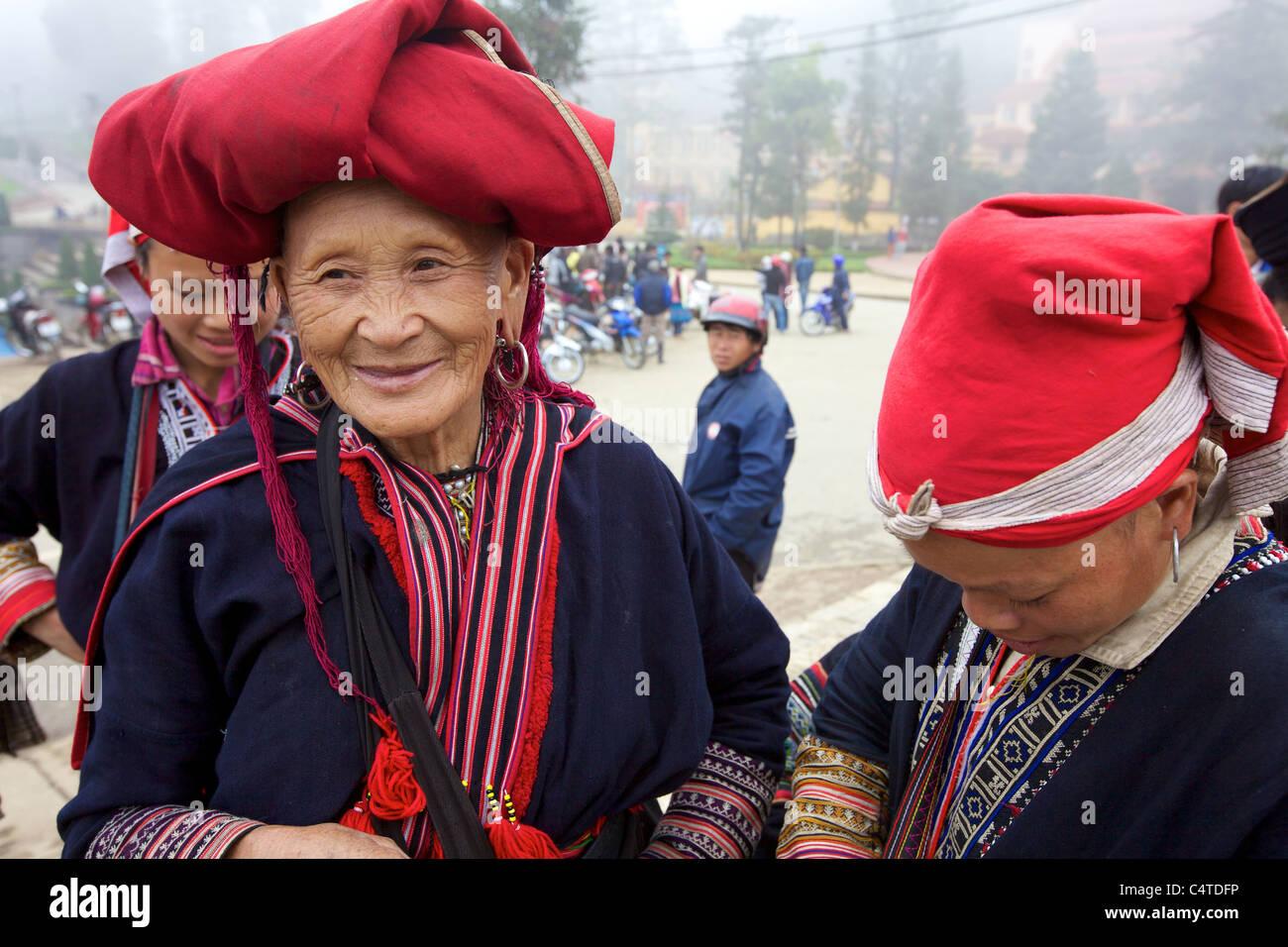 Red Dao Ethnic Minority Women in Sapa, Vietnam - Stock Image