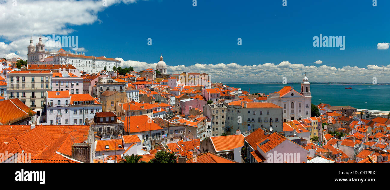 Europe, Portugal, Lisbon, Alfama district seen from Largo Portas do Sol - Stock Image