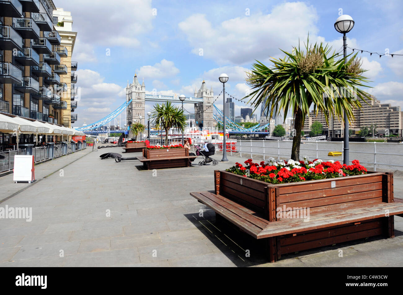 Summer flowers planter box on riverside Thames Path promenade Butlers Wharf apartments & restuarants Shad Thames - Stock Image