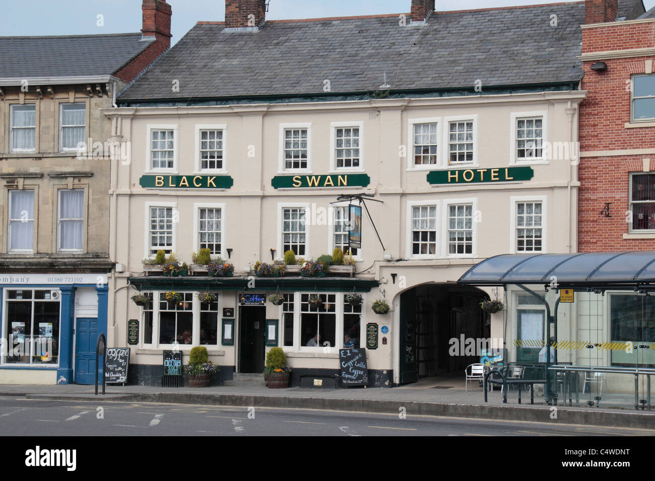 The Black Swan Hotel and public house in Devizes, Wiltshire, England. - Stock Image