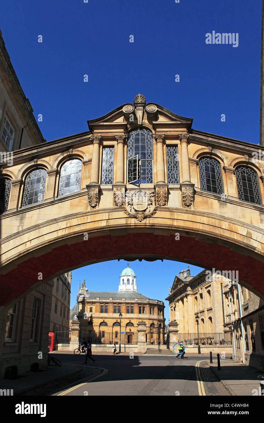 The Bridge of Sighs runs over New College Lane in Oxford, England. - Stock Image